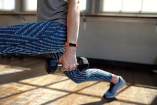Fitbit-Alta-HR_Lifestyle_DumbbellLunge